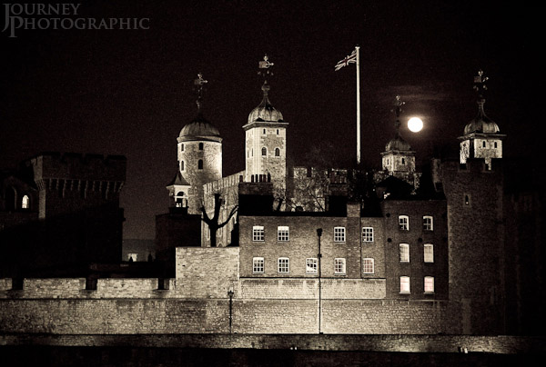Black and white picture of the Tower of London at night