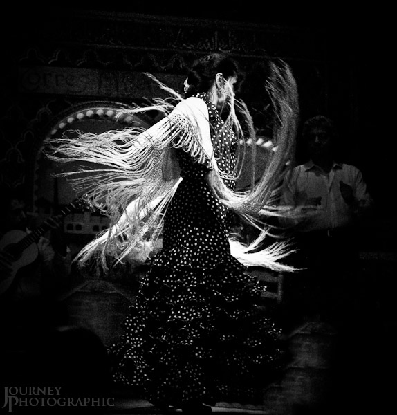 Black and white picture of a flamenco dancer with shawl