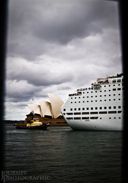 Picture of a tug boat pulling a cruise ship past the Sydney Opera House, Sydney