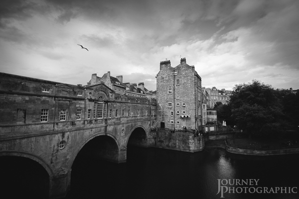 Black and white picture of Pulteney Bridge, Bath, England