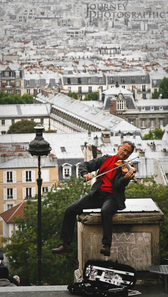 Picture of a busker playing the violin, Sacre Coeur, Paris