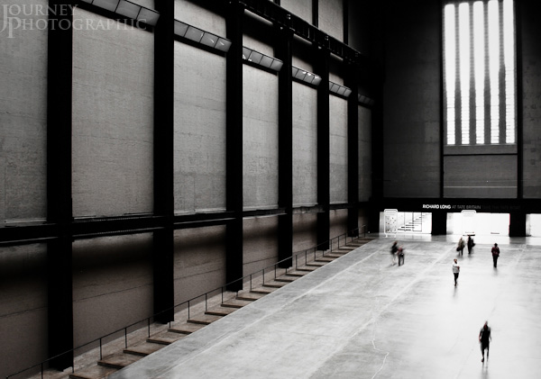 Picture of people in the engine hall, Tate Modern, London