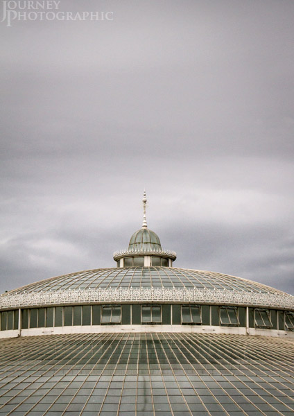 Picture of the round glass roof of Kibble Palace, Botanic Gardens, Glasgow