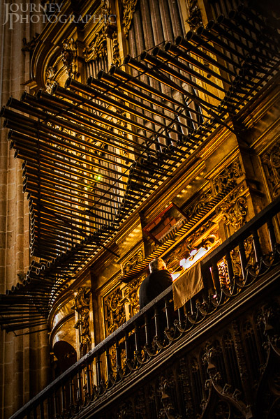 Picture of organist playing the pipe organ, Segovia Cathedral, Spain